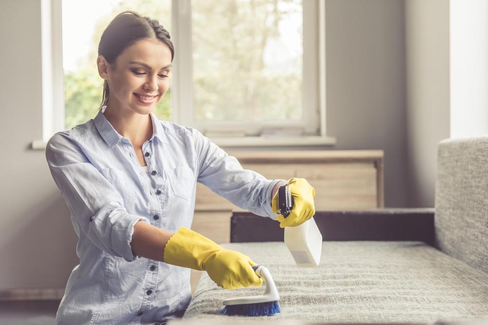 почистить диван в домашних условиях
