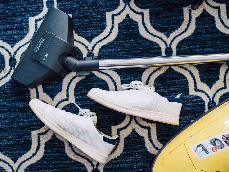 процесс удаления следов от обуви
