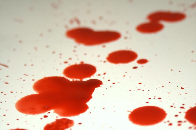 кровь на матрасе