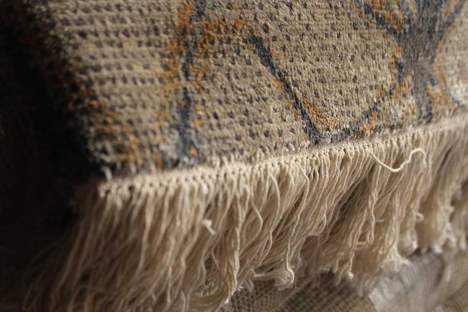 кисти на ковре